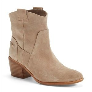 NWOT Vince Camuto Maves Bootie in Tan